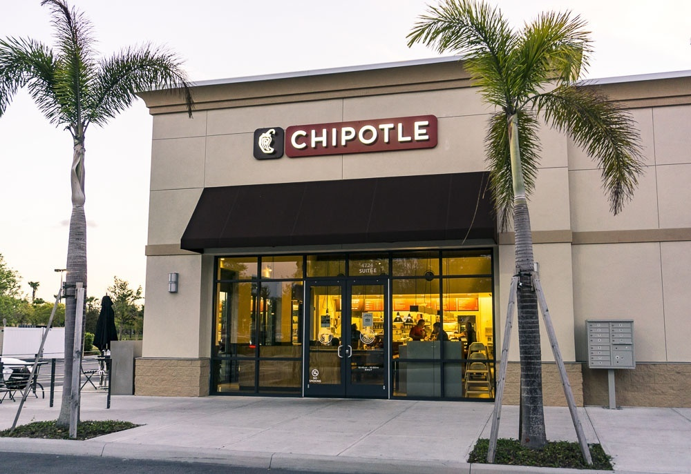 chipotle rrstaurant store front